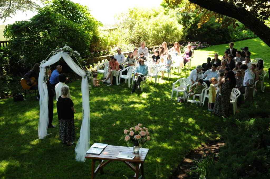 Small outdoor wedding ideas woodworking for Backyard wedding decoration ideas