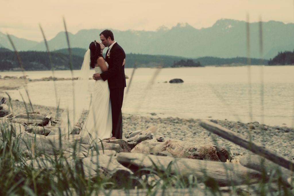 Beach Wedding, Amanda and Casey. Photo by Erin Wallis.