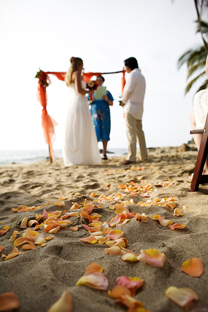 Real Weddings Lindsay And Tims Beach Destination Wedding In Mexico