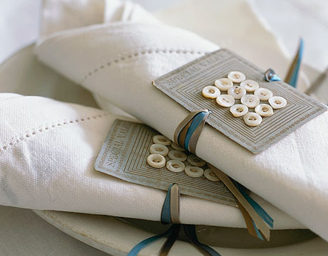 button napkin holder