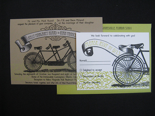 Có thể biến tấu hình ảnh chiếc xe đạp đôi để mang lại chút hương vị quá khứ vào trong đám cưới.