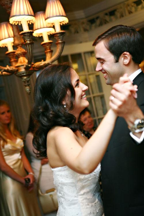 wedding couple dancing at wedding