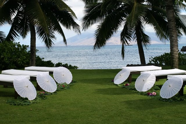 wedding benches in hawaii