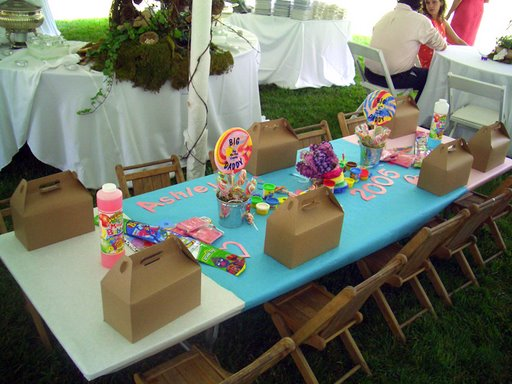 kids table goodies