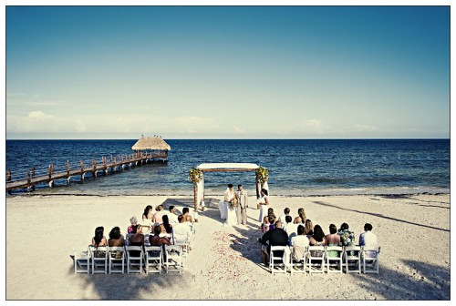 beach wedding ceremony in mexico