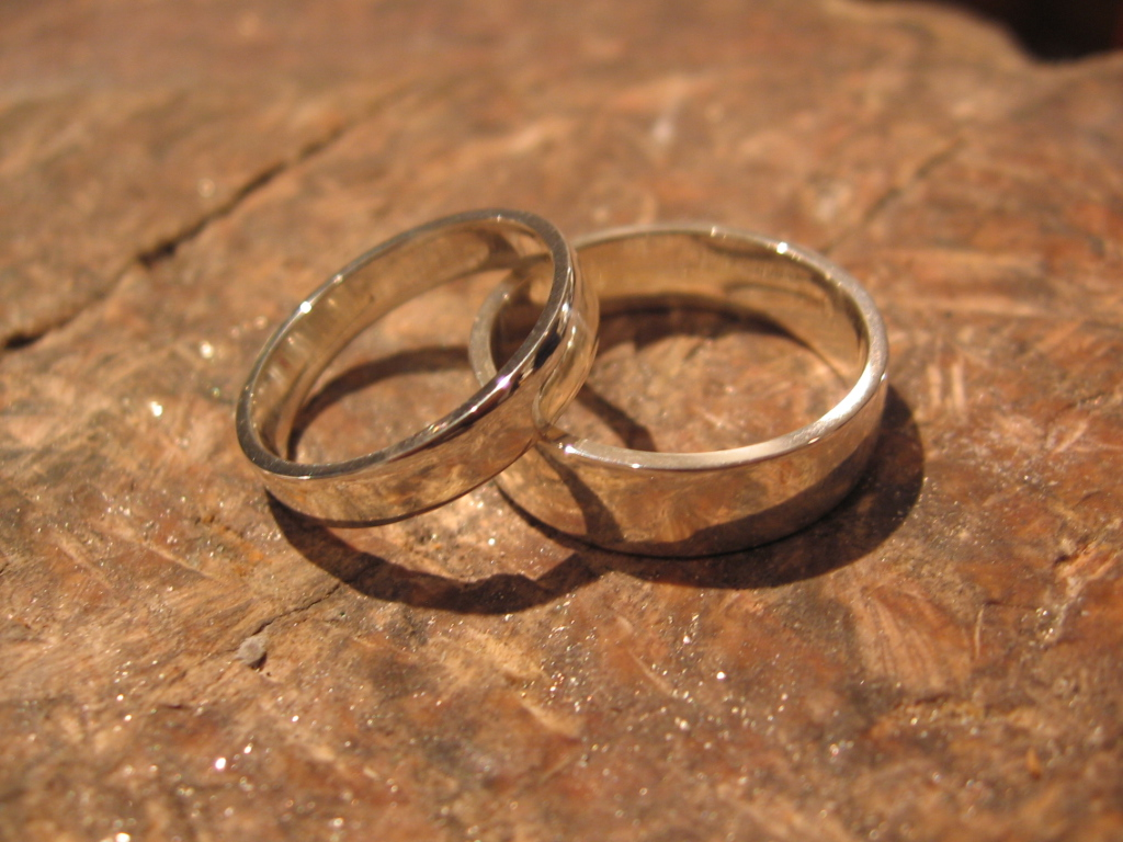 diy wedding rings - The One Ring Wedding Band