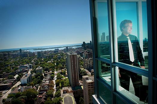 groom overlooking city