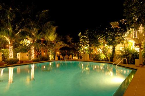 poolside wedding in florida