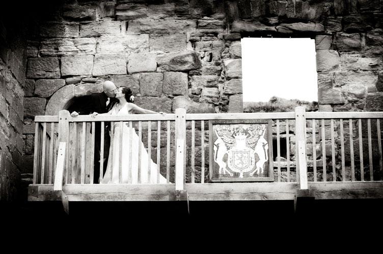 bride and groom in balconey