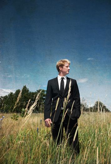groom in the field