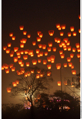 Sky Lanterns for your Wedding: Yah or nay?