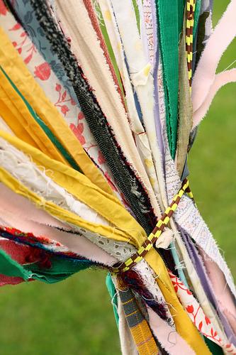 Chúng vừa mang lại màu sắc và sự ngẫu hứng cho lễ cưới vừa là cách trang trí ít tốn kém.
