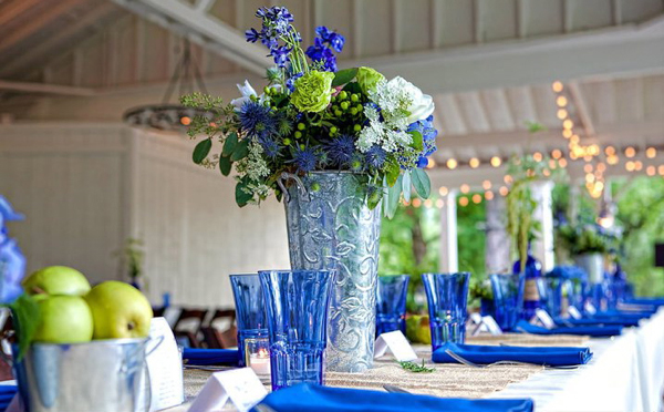 blue wedding details bouquets decor