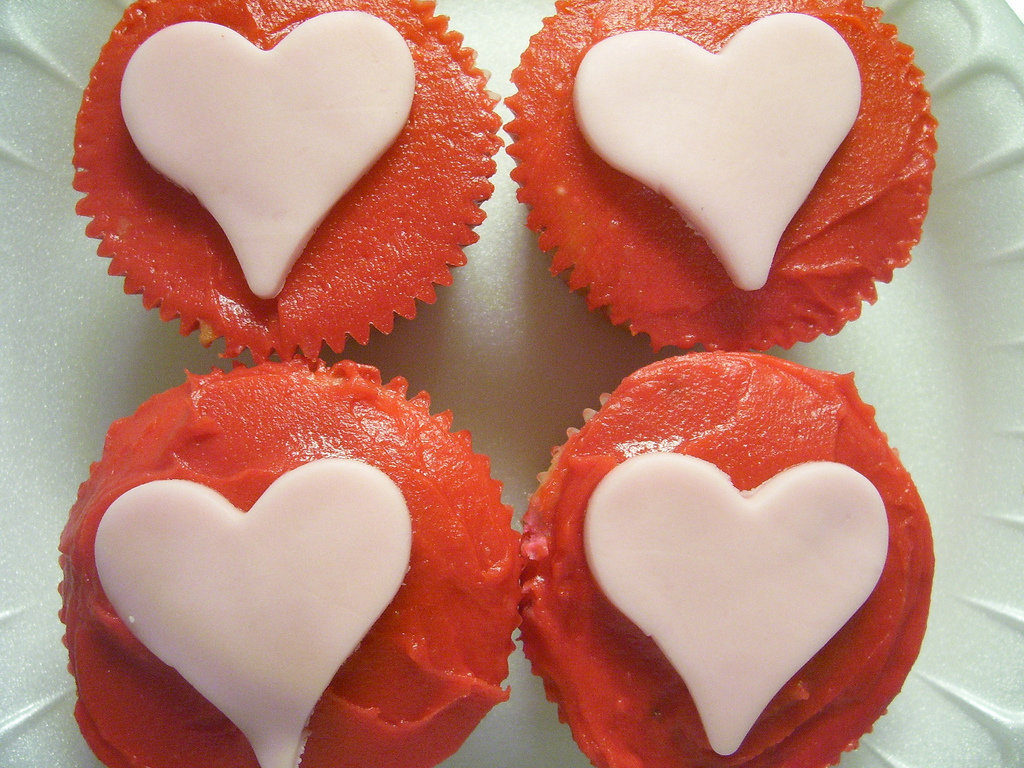 heart cupcakes for february wedding inspiration