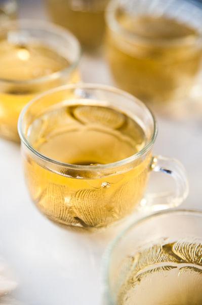 Những tách trà nho nhỏ giúp mọi người vừa thư giãn vừa nhâm nhi, trò chuyện.