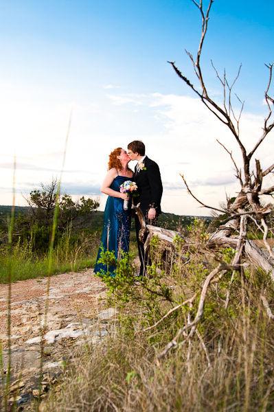 Một bức ảnh cưới đẹp mắt mà không cần phải cầu kỳ quá mức của Kelly và Steve.