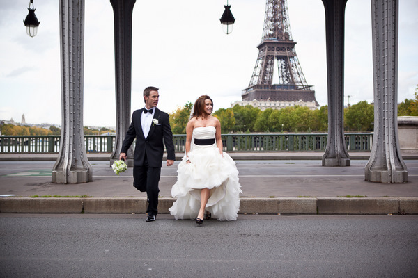 bride and groom by the eiffel tower