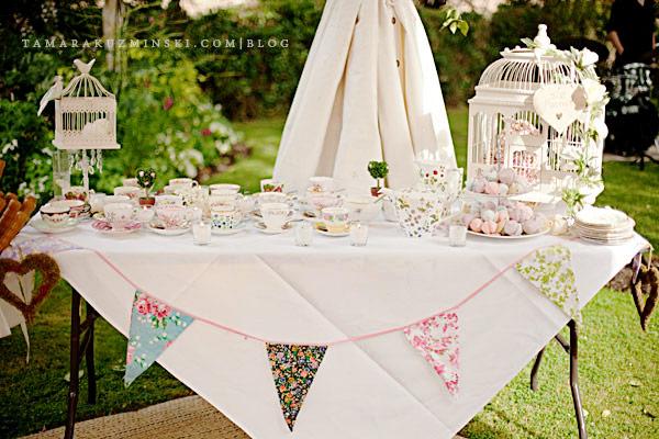 vintage-floral-bunting-wedding