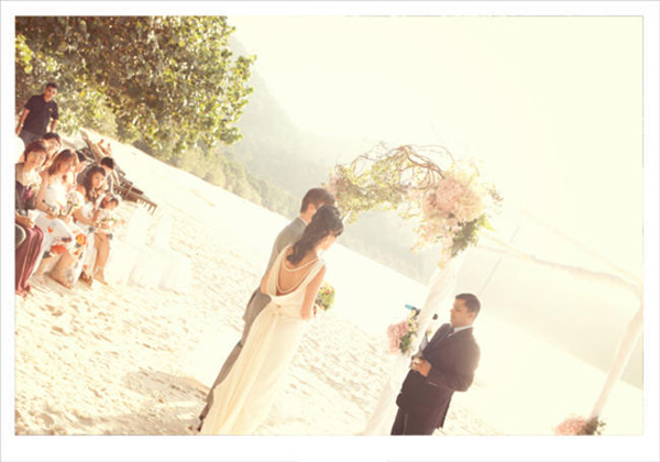 couple exchanging vows on the beach in Malaysia