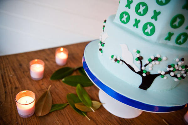 wedding cake with tree and bird