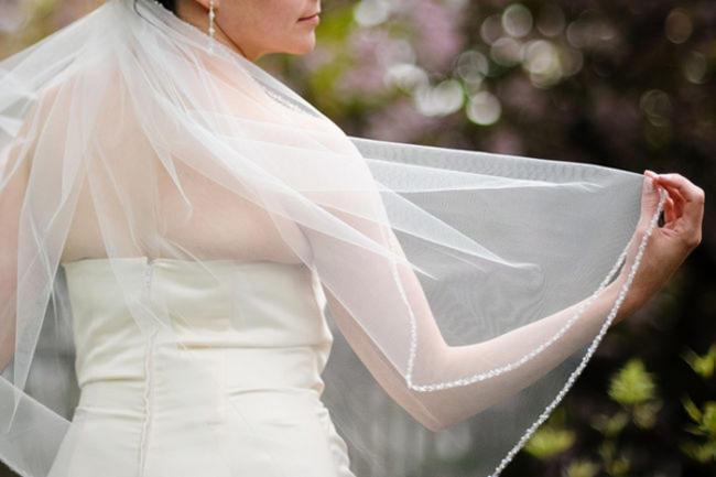 bride in tulle veil