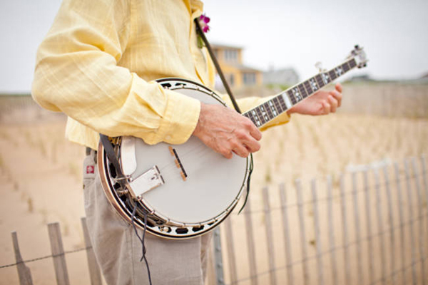 wedding banjo player