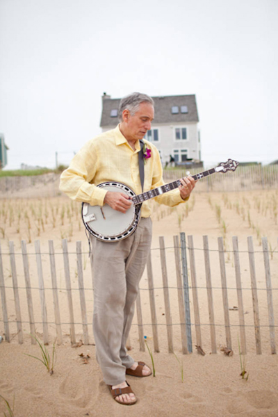 father of the groom playing banjo