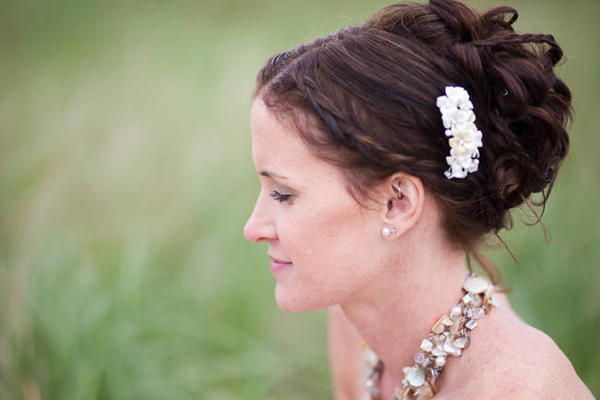 bride with flower hair clip