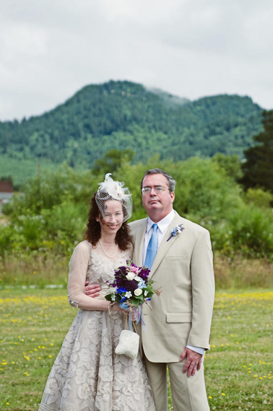 Oregon bride and groom