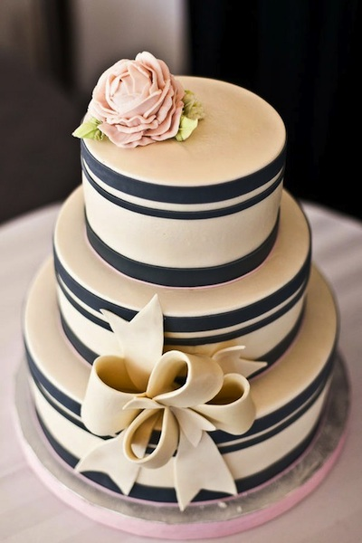 How To Tie A Ribbon Bow On A Wedding Cakes