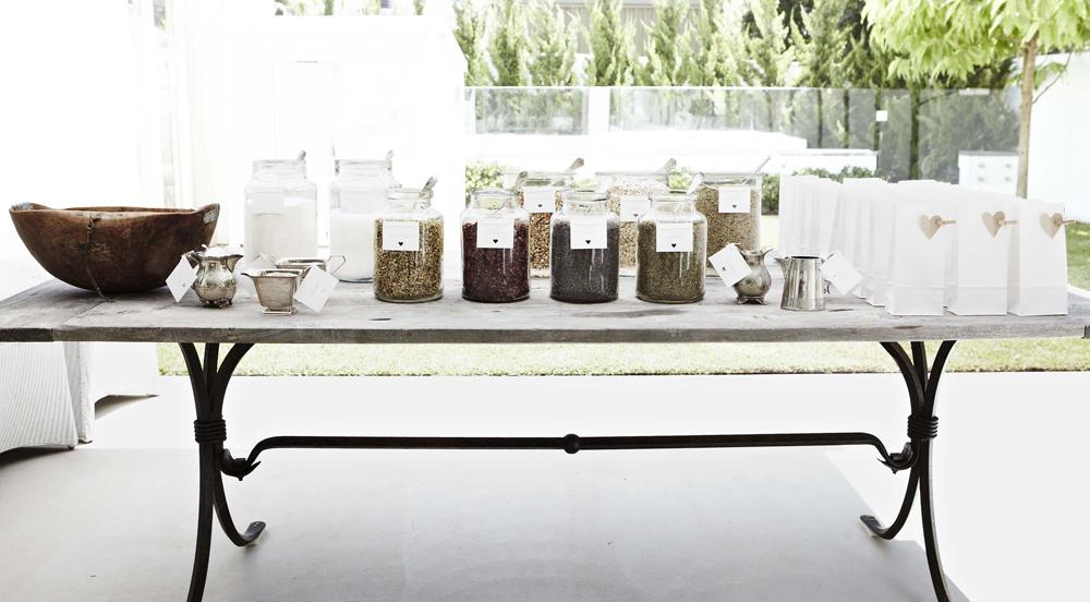 Tổ chức lễ cưới tại Bar trà