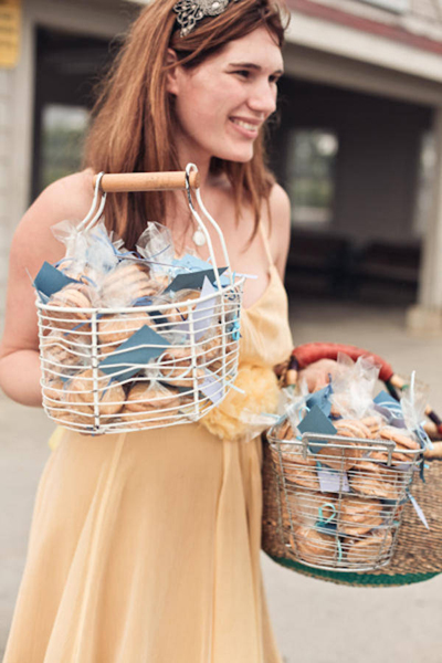 bridesmaid carrying baskets full of cookie favors