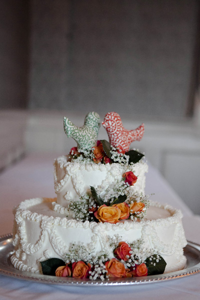 wedding cake with orange roses