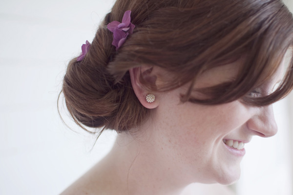 bride with small flowers in her hair