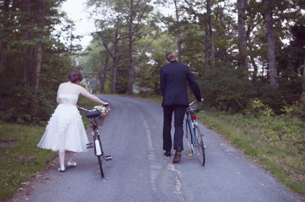 bride and groom with vintage bicycles