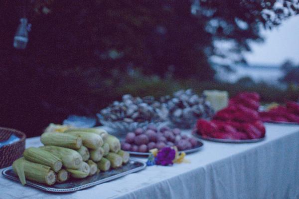 outdoor wedding buffet