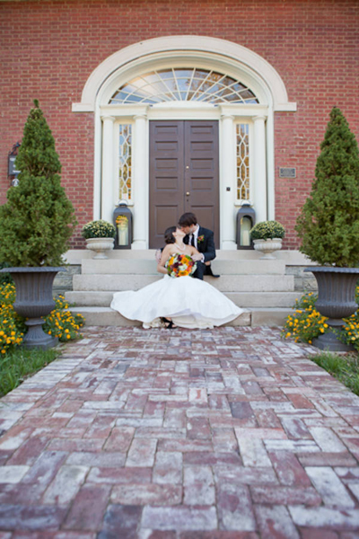 bride and groom in front of brownstone