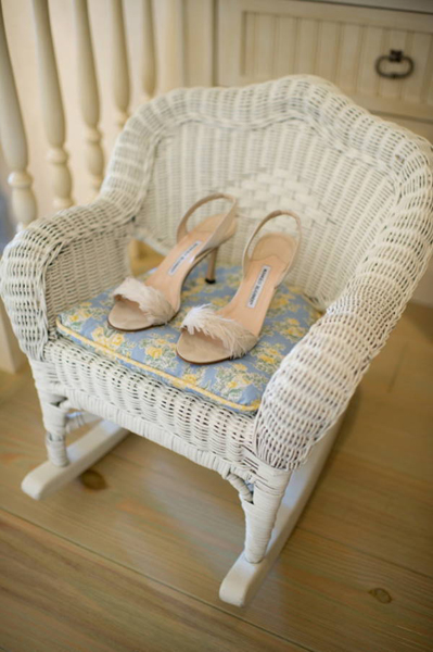 white feather wedding shoes