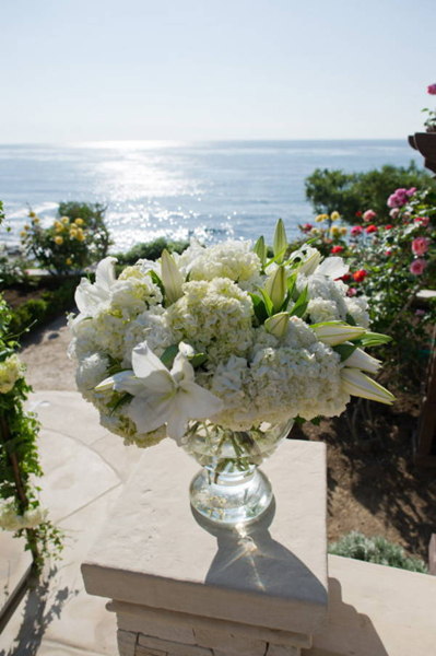 white lily wedding flower arrangement