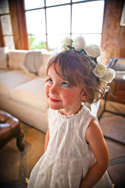 flower girl wearing white rose crown