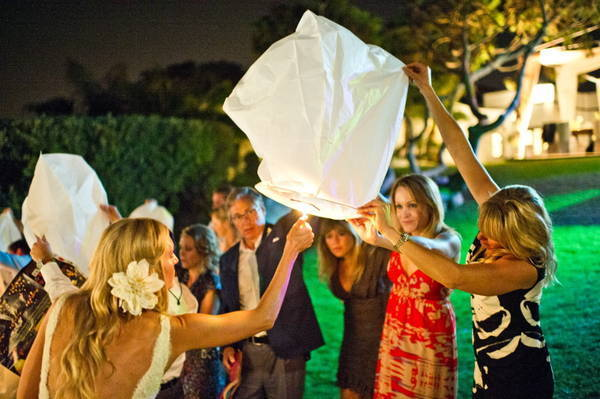 bride lighting sky lantern