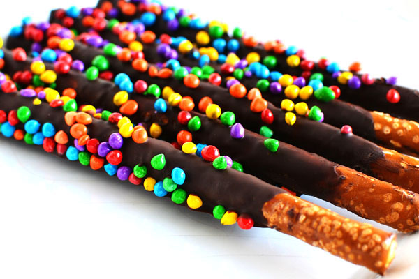 chocolate pretzel rod