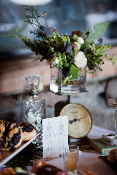 vintage wedding decor on sweet table