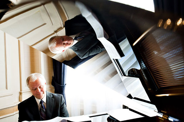piano player at wedding ceremony