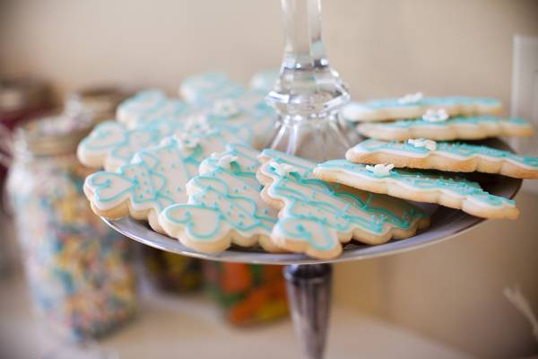 blue wedding cookies