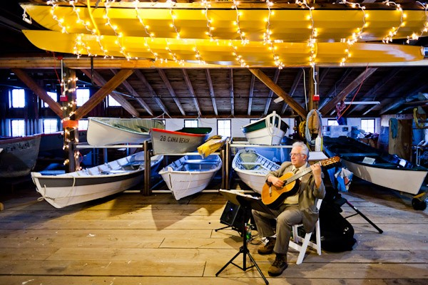 wedding guitarist in boathouse