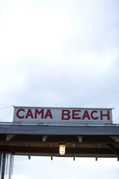 cama beach sign