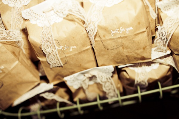 kraft favor bags with lace