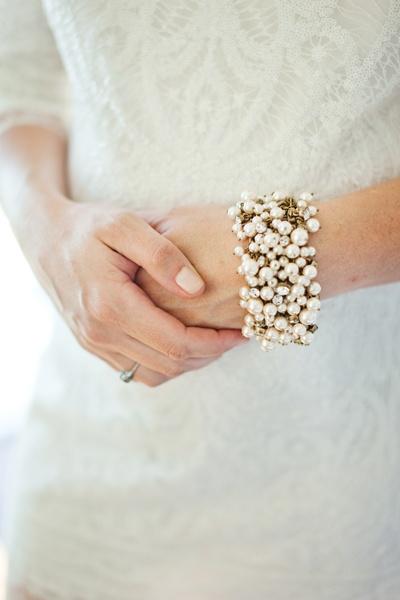 bride wearing chunky pearl bracelet