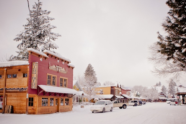 Snowy Inn Wedding in Washington: Ben and Emily's Small ...